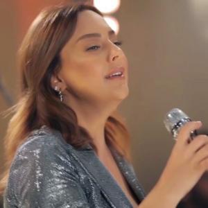 موزیک ویدئو: Saygilarimla - akustik Ebru Gundes
